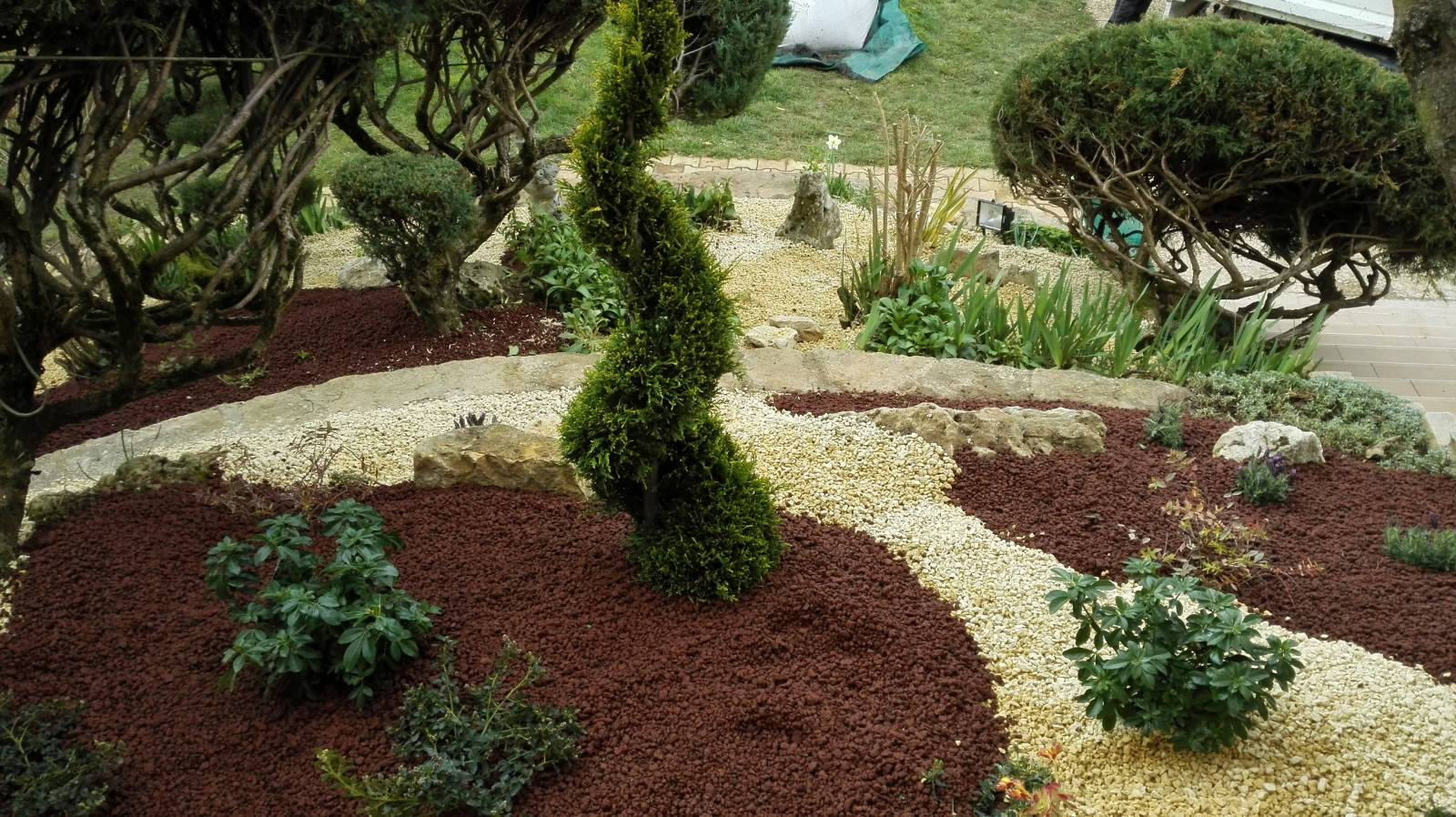 faire am nager son jardin par un paysagiste lyon actual paysage. Black Bedroom Furniture Sets. Home Design Ideas