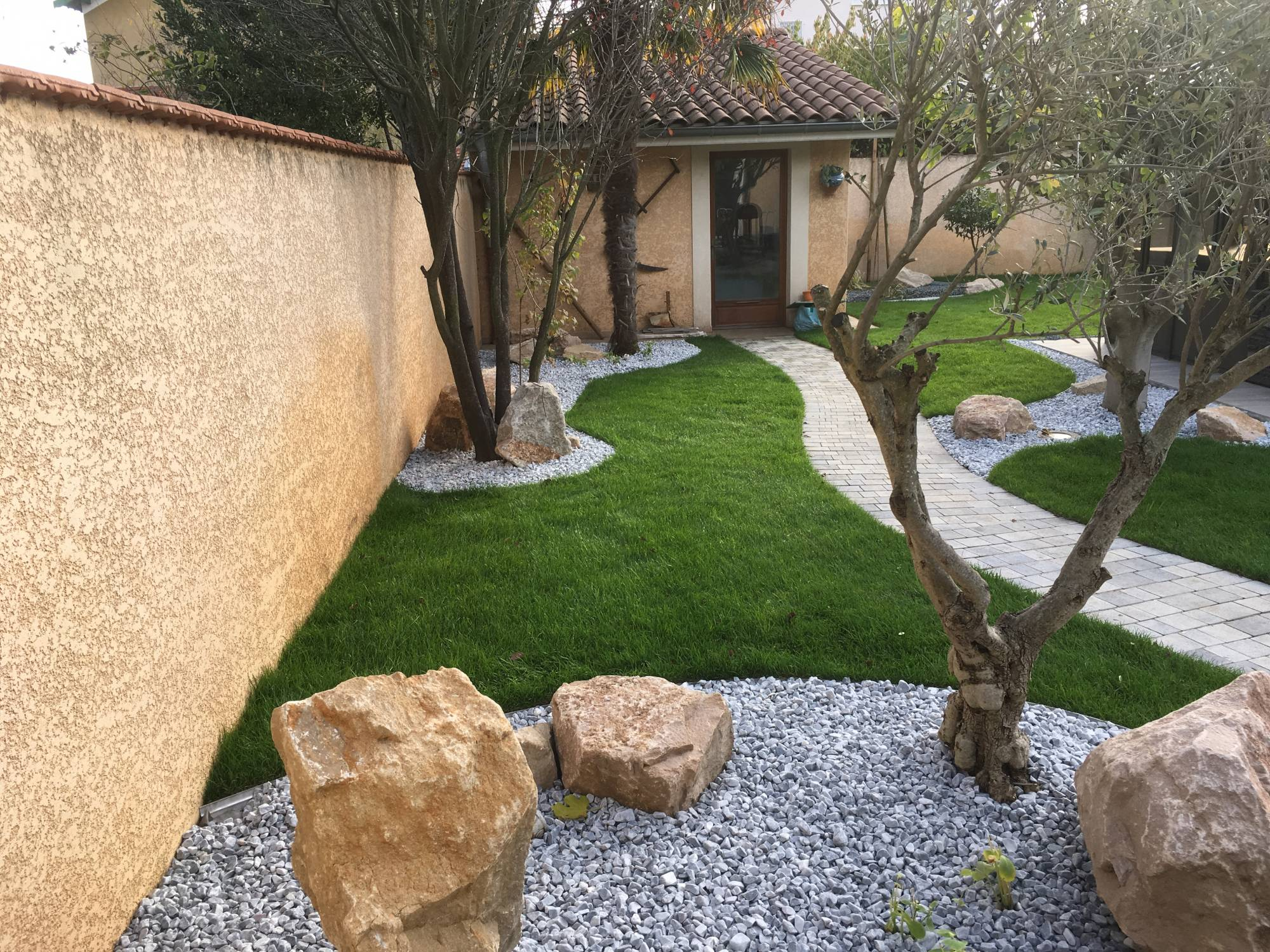 Paysagiste jardinier chuzelles cr ation et entretien for Entretien jardin 74